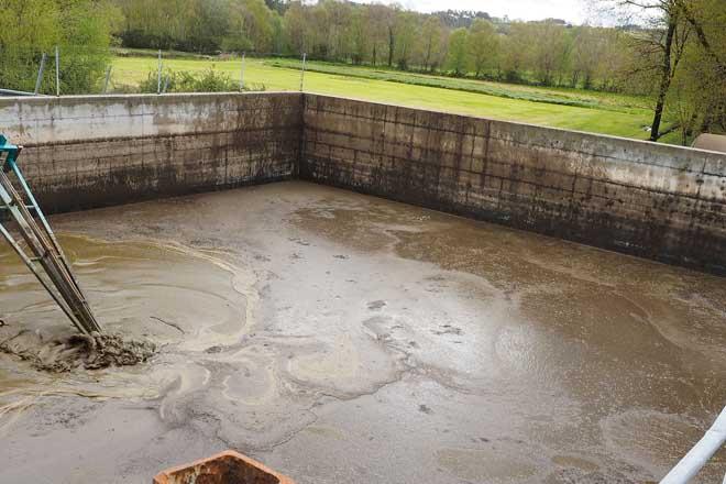 As granxas da Cornisa Cantábrica teñen unha foxa de purín coa metade da capacidade aconsellada
