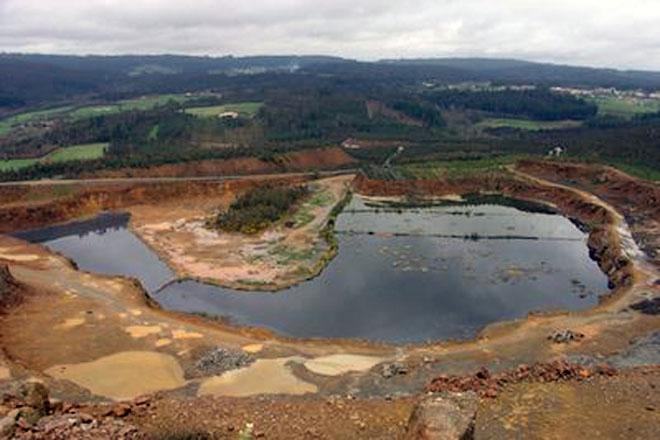 Preocupación nas granxas de Touro polo proxecto mineiro