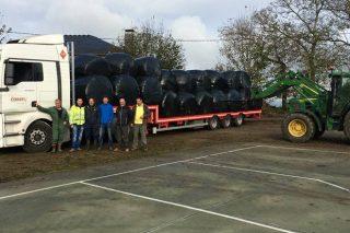 Gandeiros de Lugo envían 7 camións de forraxe para ganderías de Cervantes