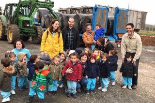 Os cativos dunha escola da Coruña pagan unha viaxe de forraxe para ganderías afectadas polo lume