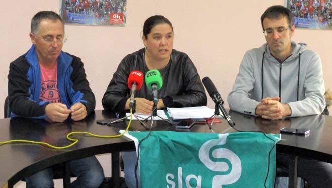 Samuel Formoso, Isabel Vilalba y Bernardo Estévez, en la rueda de prensa del Sindicato Labrego.