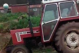 Vista lateral do tractor roubado.