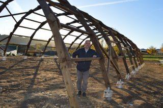 Un invernadero de madera, inspirado en Da Vinci, para el espacio agroecológico de la USC