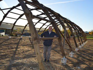 Un invernadoiro de piñeiro, inspirado en Da Vinci, para o espazo agroecolóxico do Campus Terra