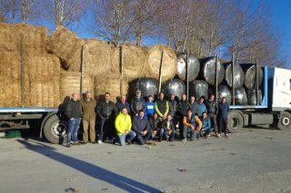 Xesto solidario de gandeiros de Ordes: envían dous camións de forraxe a explotacións de Viana afectadas pola seca