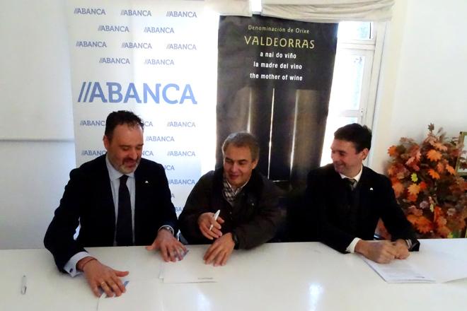 Abanca ofrecerá financiación en condiciones preferentes a viticultores y bodegas de Valdeorras
