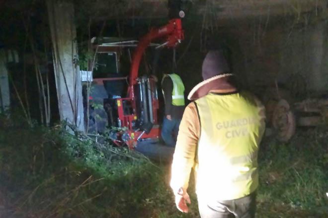La Guardia Civil recupera un tractor y una plastificadora robadas en Agolada