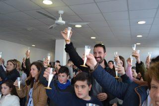 En Mazaricos despiden o ano cun brinde con leite