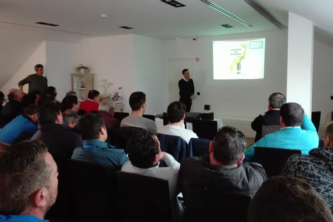 Coluga presenta a agricultores da Limia un novo fertilizante que incrementa a produción de pataca
