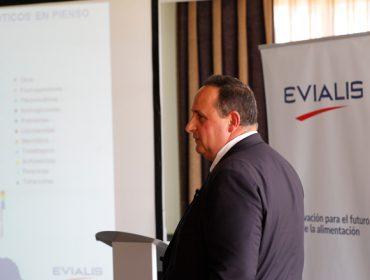 Evialis impulsa a redución do uso de antibióticos e a desmedicalización dos seus pensos