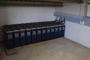 Baterías nas que almacenan a electricidade que xeran as placas solares