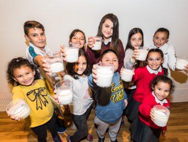 """Comienza la campaña solidaria """"Ningún niño sin bigote"""" para que toda la infancia pueda disfrutar de la leche"""