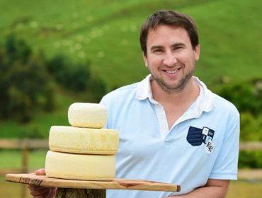 """""""En Francia as denominacións de orixe de queixos prohiben empregar silo na alimentación das vacas"""""""