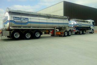 Cobideza y Reny Picot inauguran un megatransporte diario de leche