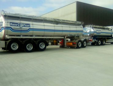 Cobideza e Reny Picot inauguran un megatransporte diario de leite