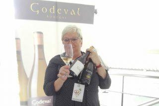 """""""En Galicia hai experiencias enoturísticas que integran moi ben viño, viñedo e contorna"""""""