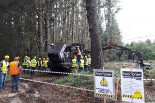 Presentada en España a procesadora forestal máis produtiva do mundo con tecnoloxía híbrida