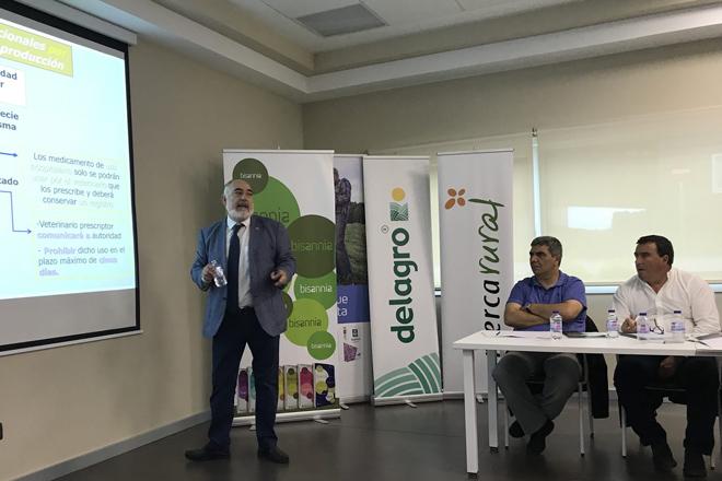 José Luis Cebrián durante o seu relatorio na xornada organizada por Delagro e MSD