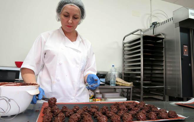 Marga Rivas, encargada da repostería da Gran Despensa de Samos.