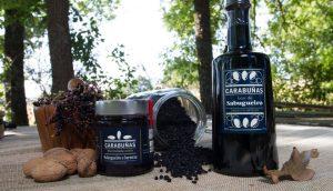Algunos de los productos que elaboran a base del sauco.