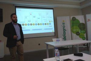 Álvaro Palomo durante su conferencia en la jornada organizada por la cooperativa DELAGRO
