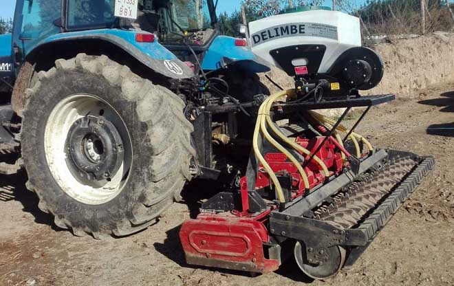 O equipo de laboreo garante un enterrado axeitado da semente.