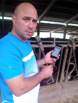 Un usuario introducindo datos de xestación durante a visita do seu veterinario.