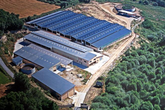 Vísta aérea das instalacións de Prolesa SAT na parroquia de Goián, en Sarria