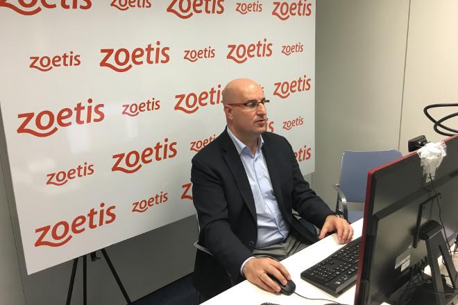 Miguel Ángel Higuera informa sobre la Peste Porcina Africana y su prevención en un webseminar impulsado por Zoetis