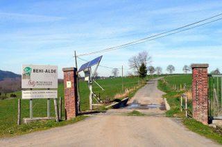 Entrada de Behi Alde, una gandería que gestiona 300 hectáreas.