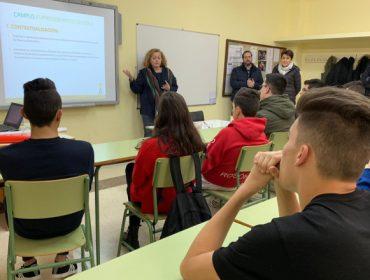 """A Deputación de Lugo """"sementa"""" o emprendemento no agro entre estudantes do IES de Becerreá"""