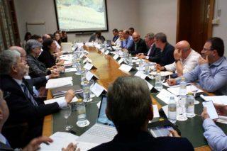 Industrias e organizacións agrarias abordan a situación de prezos do leite e os novos contratos