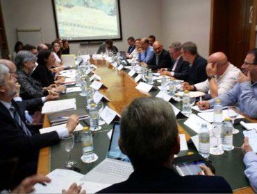 Industrias y organizaciones agrarias abordan la situación de precios de la leche y los nuevos contratos