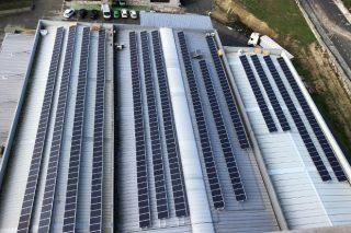 O parque fotovoltaico de Aira permitiralle aforrar uns 18.000 euros na súa factura eléctrica