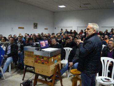 O Día do Apicultor congregou a centos de apicultores en Arzúa