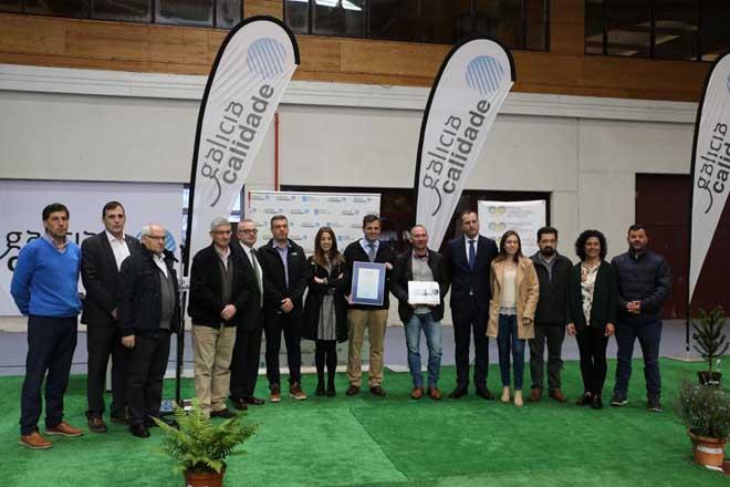 Imaxe de grupo tras a entrega das certificacións.