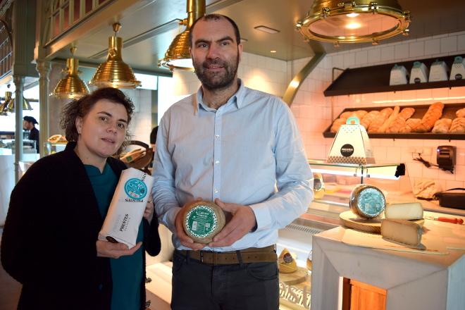 Prestes presenta o seu novo queixo de cabra, o primeiro elaborado en Galicia  con leite de raza saanen