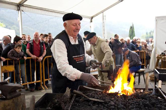 Os ferreiros volverán ser protagonistas o 14 de abril na Feira do Ferro de Riotorto