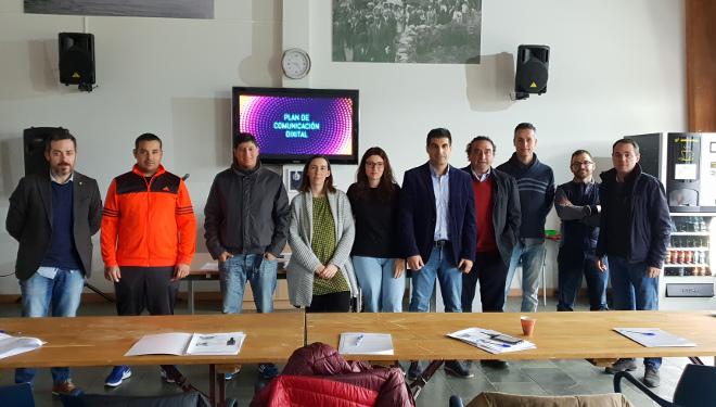17 adegas do Ribeiro fórmanse en márketing dixital