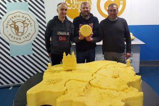 Fin de semana para queixear en Arzúa: 70 expositores, concertos e un queixo xigante co mapa de Galicia