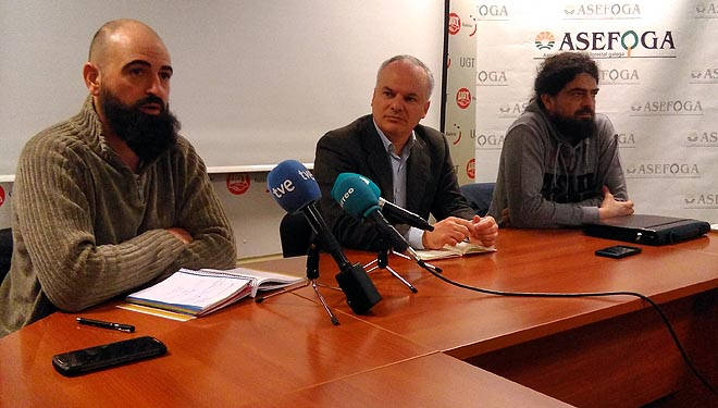 David Sousa, Jacobo Feijoo e Xurxo Domínguez, na presentación da guía con medidas de adaptación da apicultura ó cambio climático.
