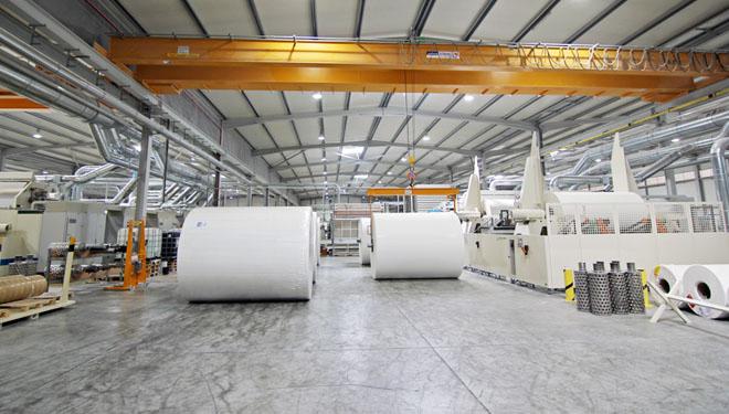 Rolos de papel na fábrica de Navigator.