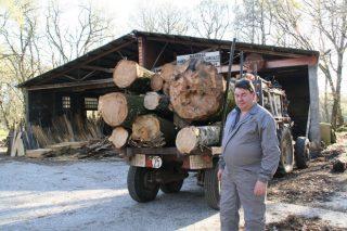 Moneixas, un dos últimos bastións da madeira de castiñeiro