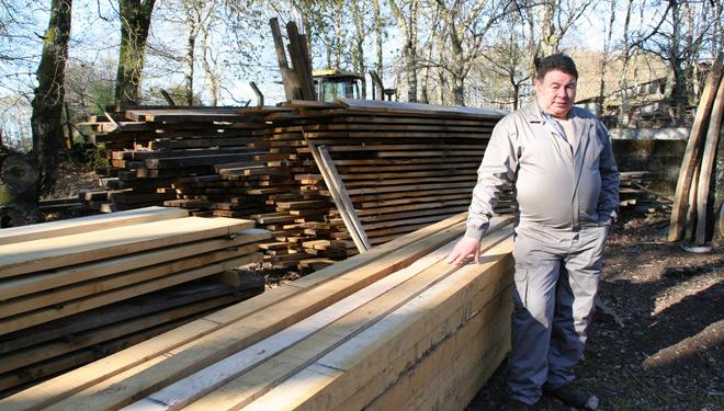 Traballan centrados na madeira de calidade, que se emprega sobre todo para restauracións.