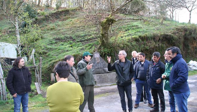 Dende a comunidade de montes tamén comparten a súa experiencia con outras entidades, como fixeron en días pasado cun grupo chegado dende Portugal.