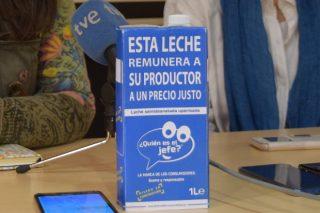 Chega a Galicia a iniciativa na que os consumidores garanten que o gandeiro recibe 0,39 céntimos por litro de leite