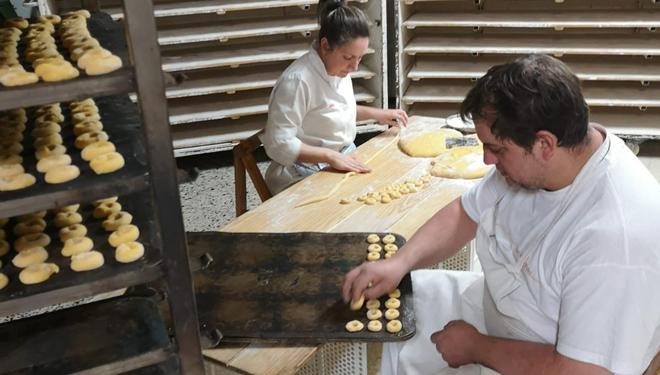 A elaboración dos melindres faise de xeito artesanal.