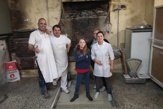 Tahona de Melide, elaborando pan e doces artesanais dende 1930