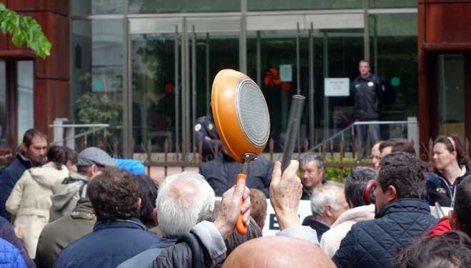 Un intre da protesta.