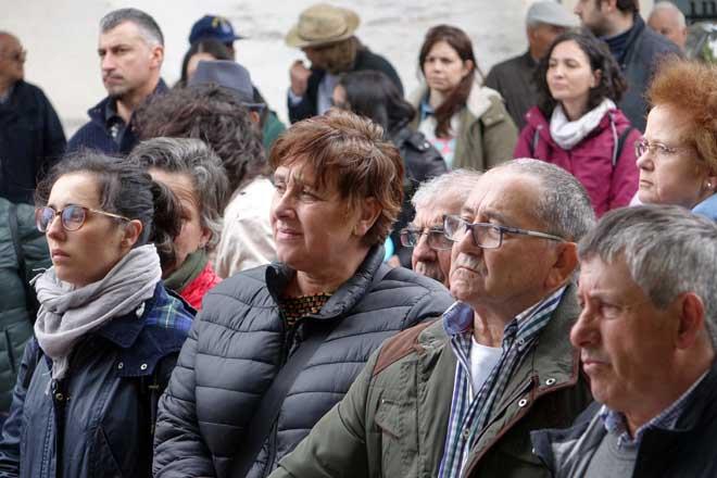 Asistentes á mobilización durante a lectura do manifesto final.